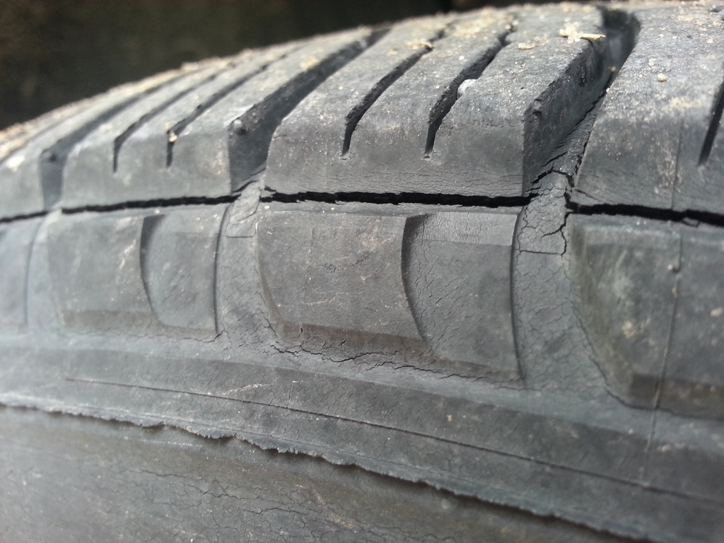 Tire Crack Filler : What you should to know about weather cracking dry rot