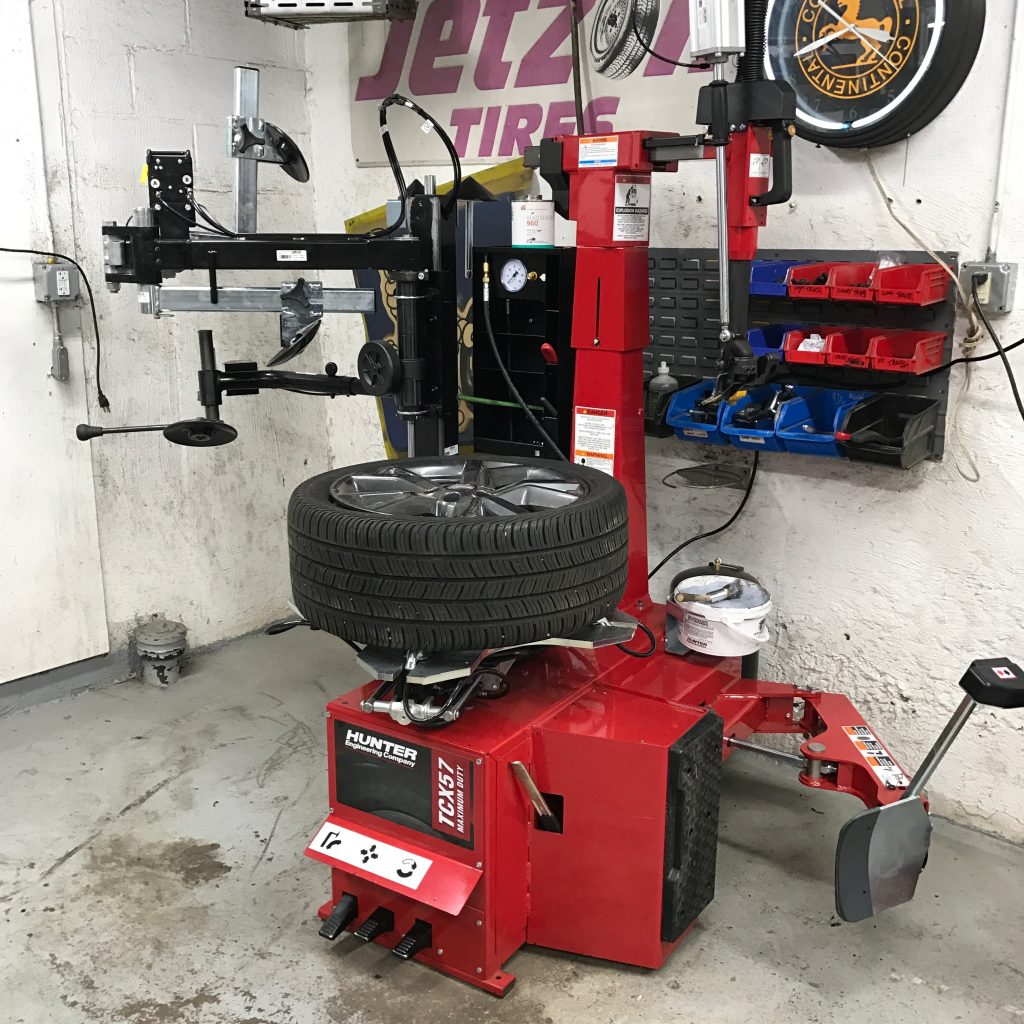 Kenwood 101 - Hunter TCX57 Tire Changing Machine